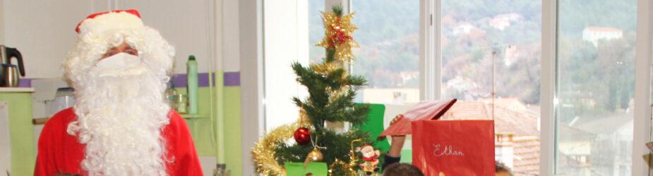 Le Père Noël a rendu visite aux écoliers de Contes
